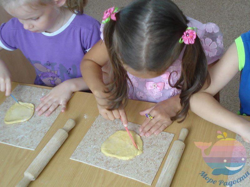 мастер-класс Лепка из слоеного теста для детей