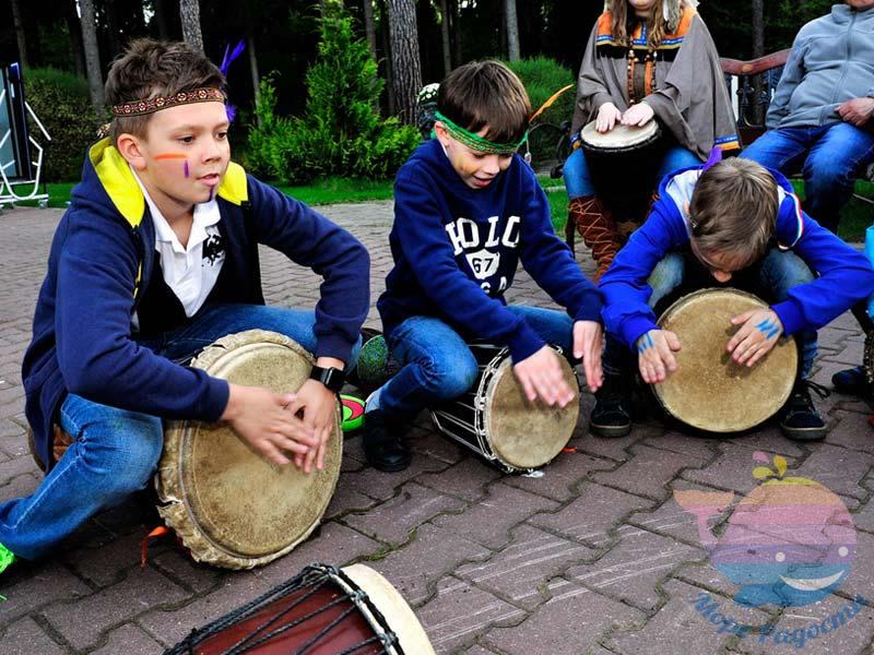 Барабанное шоу в отеле, доме отдыха