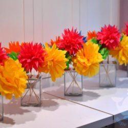 Бумажные цветы в отеле, доме отдыха